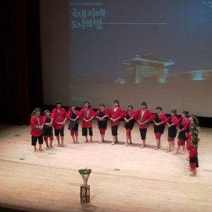 大滿舞團帶來「祭儀」(牽戲)、「農作」、「歡樂大鼓陣」三段,圖為祭儀。