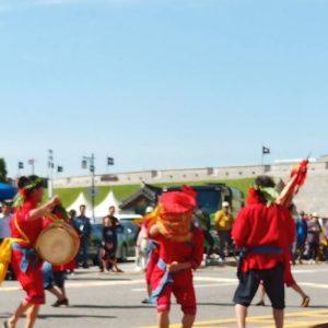 大滿舞團華城廣場遊街演出。